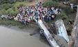 인도 버스, 강으로 추락..37명 사망