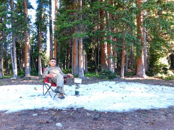 한여름 록키산맥 정상 눈밭에서 먹는 추억의 배추...
