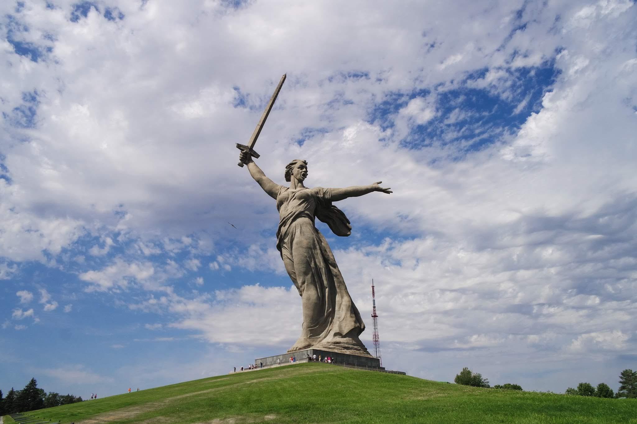 '소련'으로의 시간여행, 뺘티모르스크 - 마더 러...