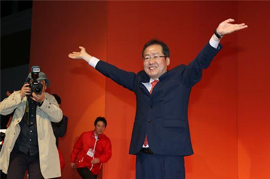 악덕의 상자 홍준표 - 자유한국당은 홍준표를 몰아...