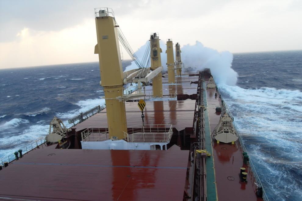 태풍을 마주하고 - 바다에서 만나는 최악의 불청객