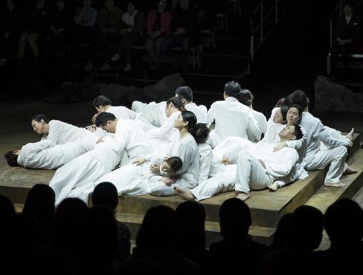 전통적이면서 현대적인 창극의 역설 - <코카서스의...