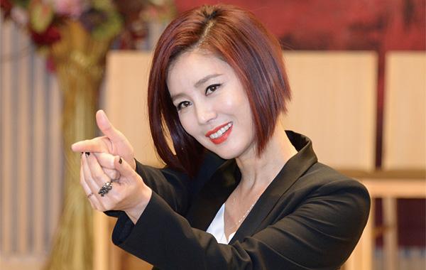 '미세스 톱'이 된 '오월의 여왕' 김성령
