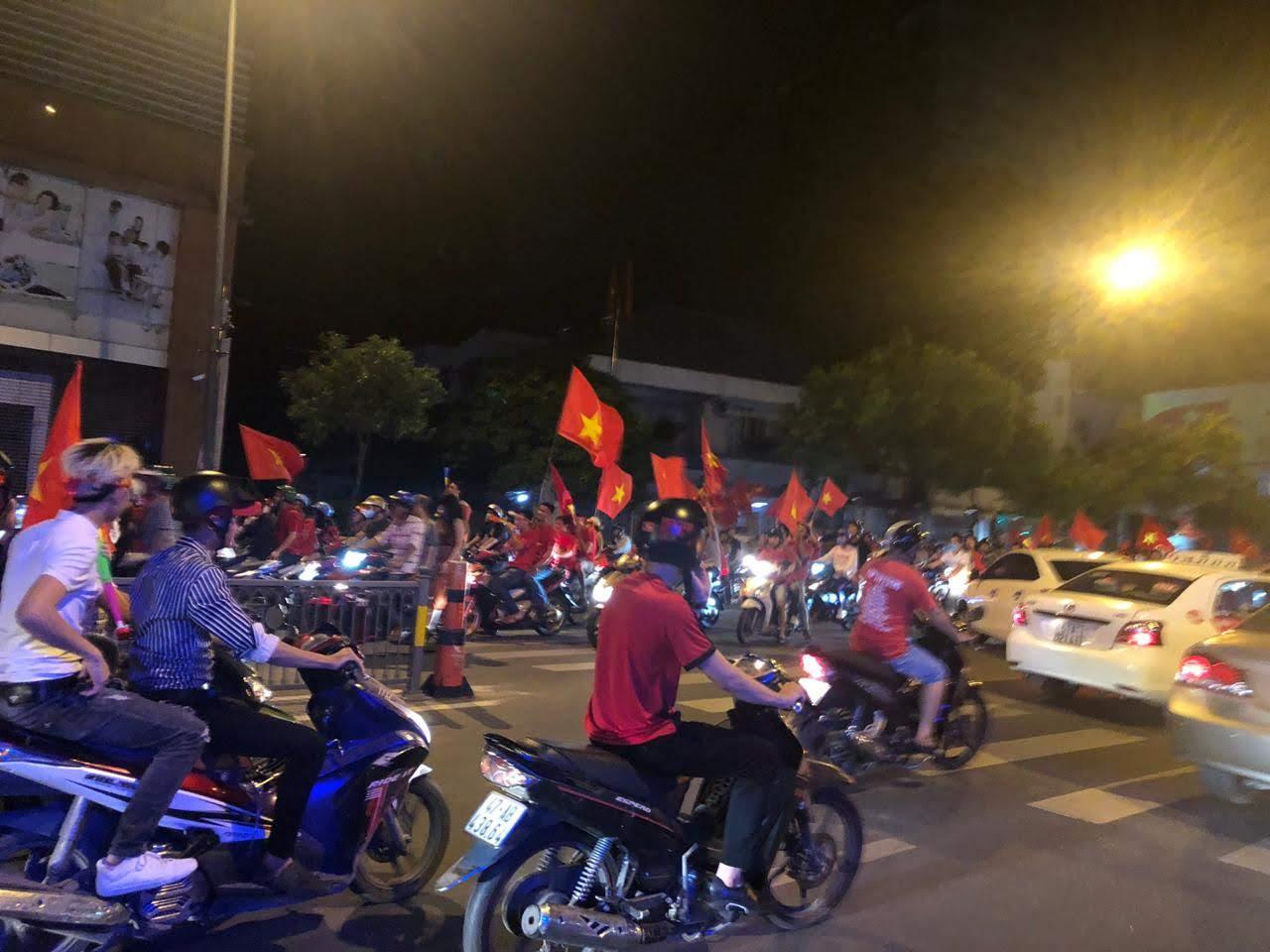 베트남은 지금, 축구 열풍 - 오늘 박항서의 베트남...