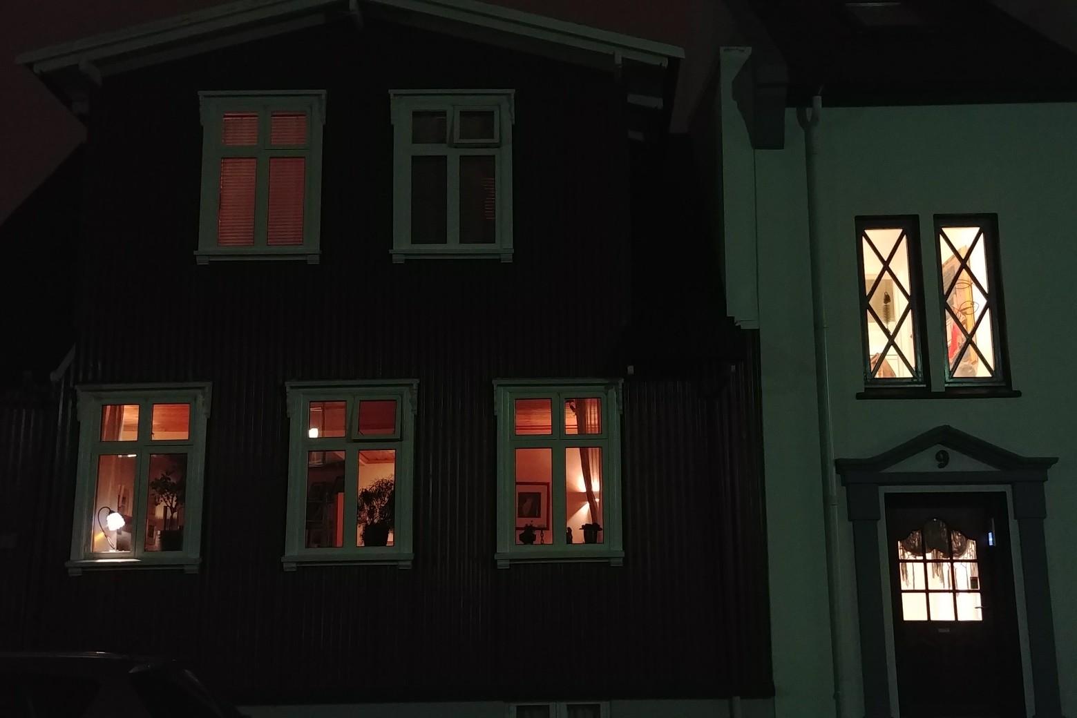 고난과 역경의 아이슬란드 첫날밤의 추억. - 상상...