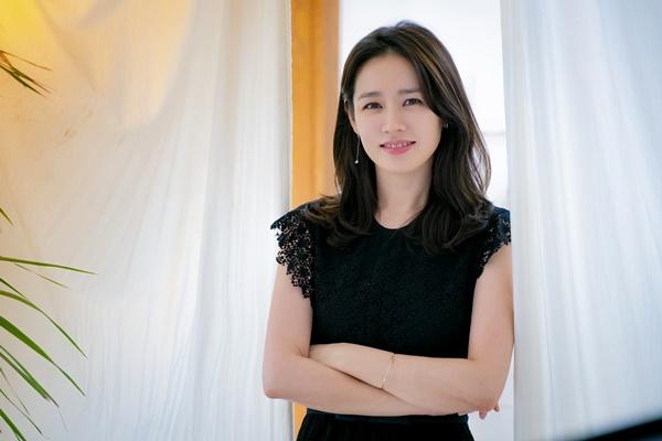 """[인터뷰] '예쁜누나' 손예진 - """"정해인과 실제 ..."""