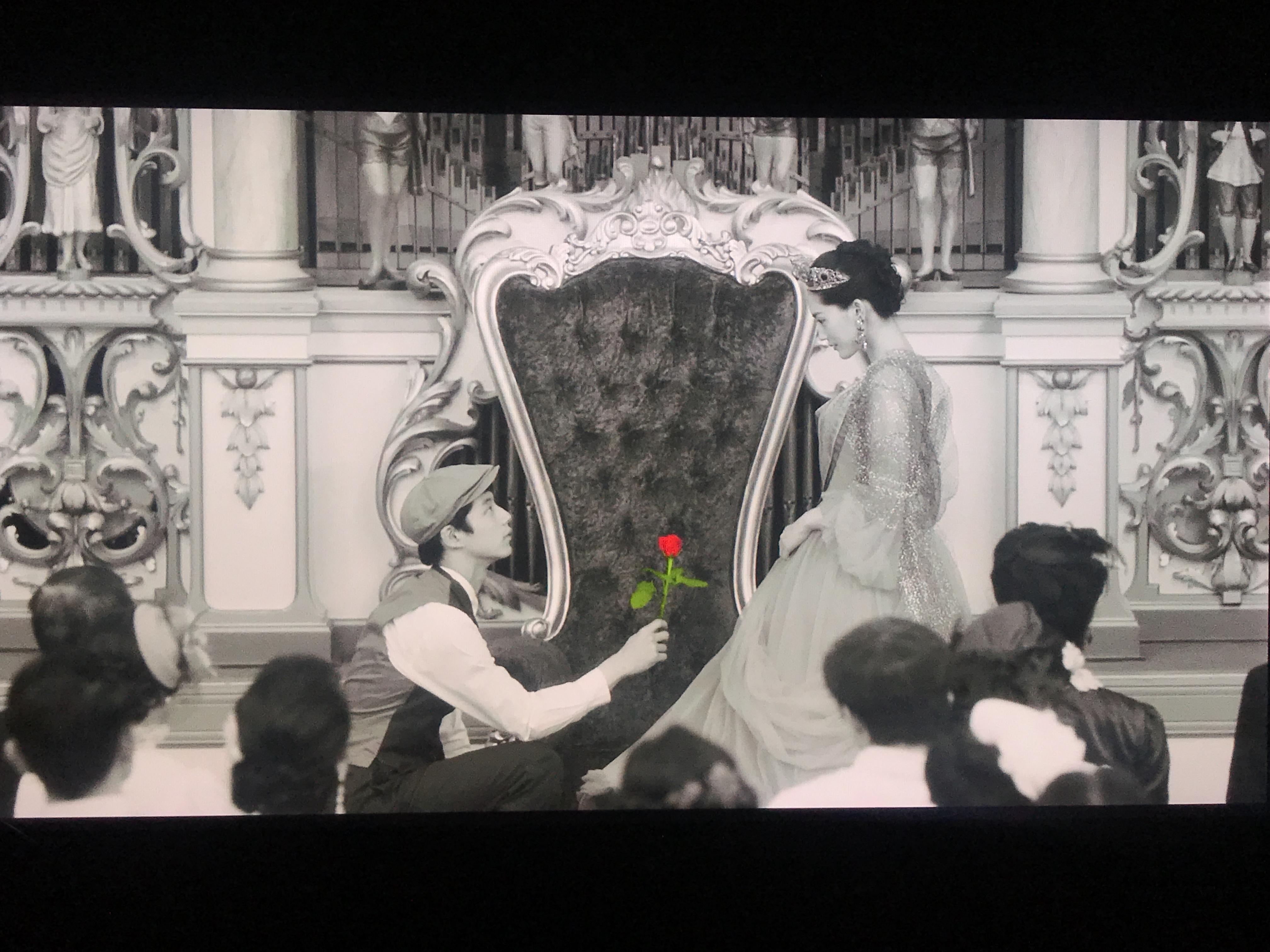 오늘 밤, 로맨스 극장에서 - 컬러를 입은 흑백 동화