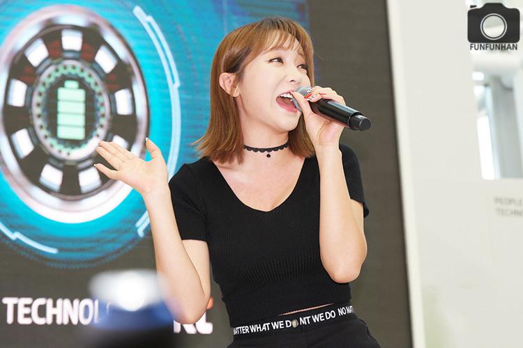 KT 행사장에서 만난 홍진영 대박! - 배터리 SAVE ...