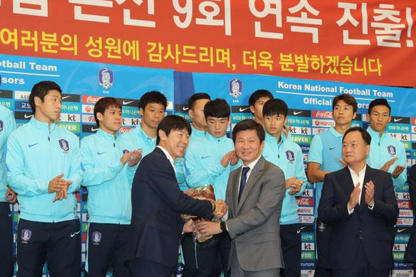 한국 축구, 왜 예전처럼 가슴이 뛰지 않는 것일까요?