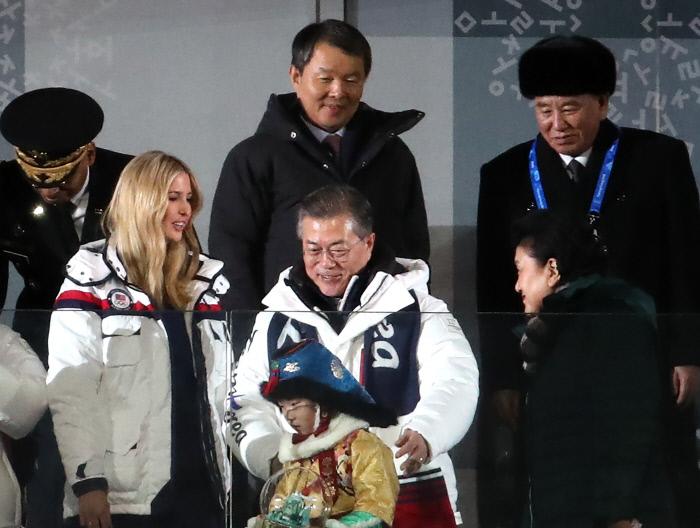 남북은 한민족..여론 관심 쏠리는 文 정부의 대북정책