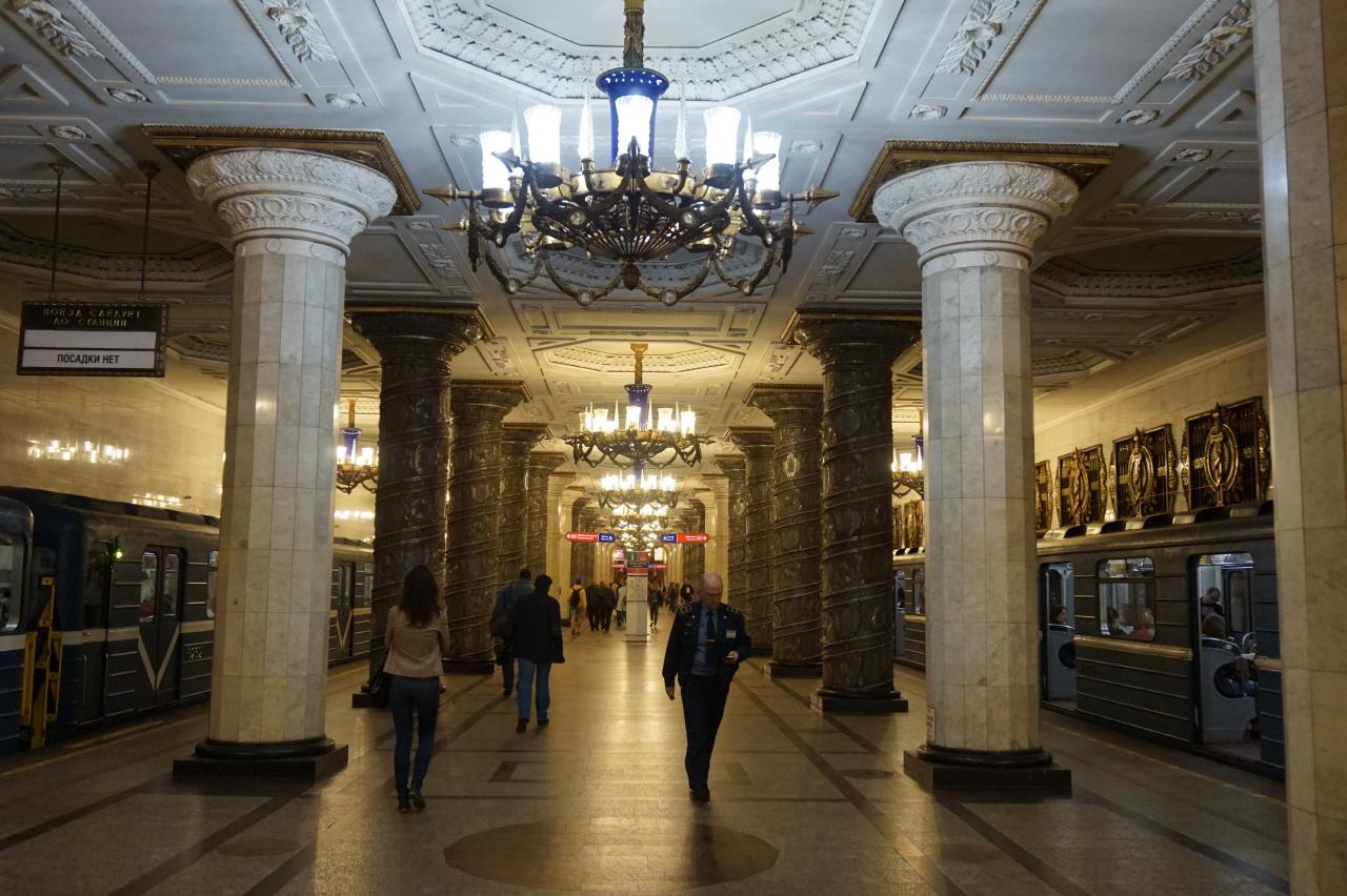 지하철을 타고 떠나는 러시아 지하궁전 여행