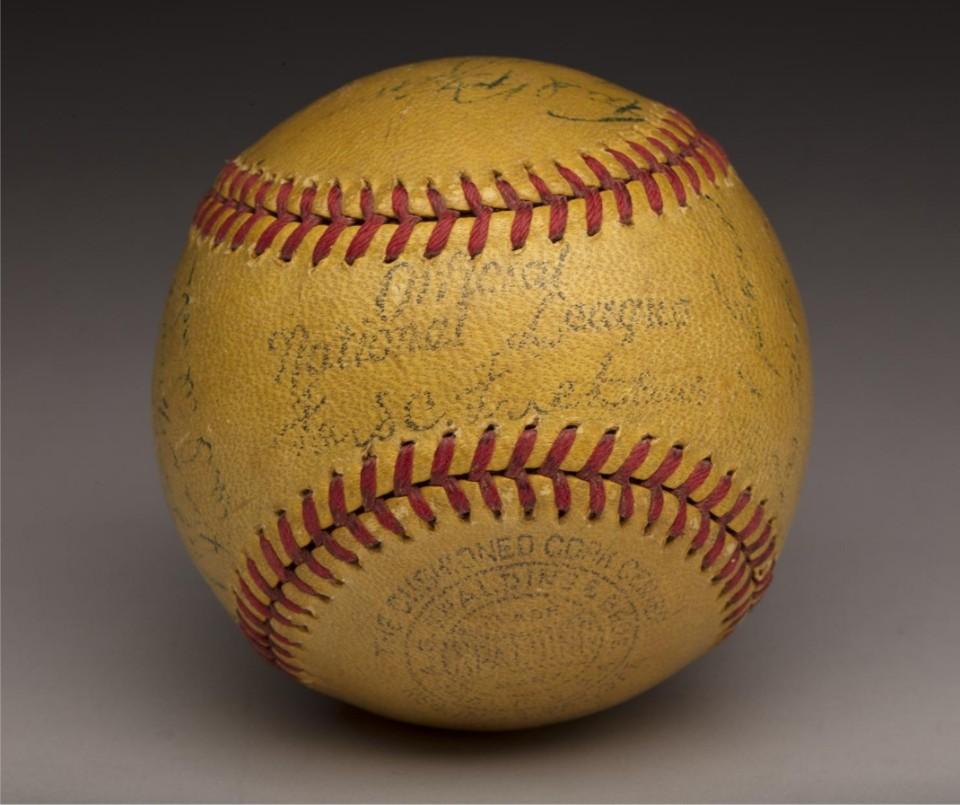 다저스는 한때 노란 공을 사용했다 - 야구공의 색깔