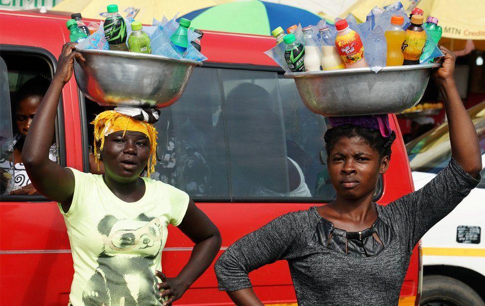 20. 멜라니아 트럼프와 가나의 여인들
