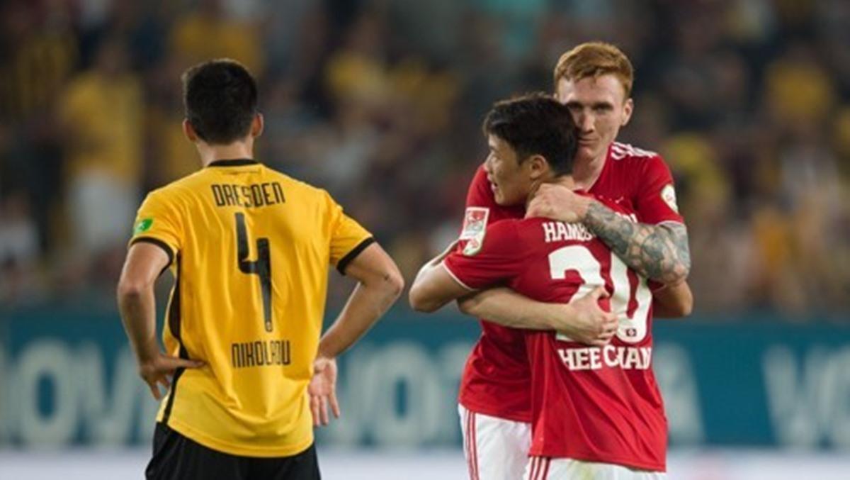 독일 무대 데뷔골 넣은 황희찬…결승골로 선두 견인