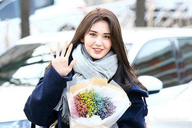 아침부터 상큼~ IOI 전소미 중학교 졸업식 사진