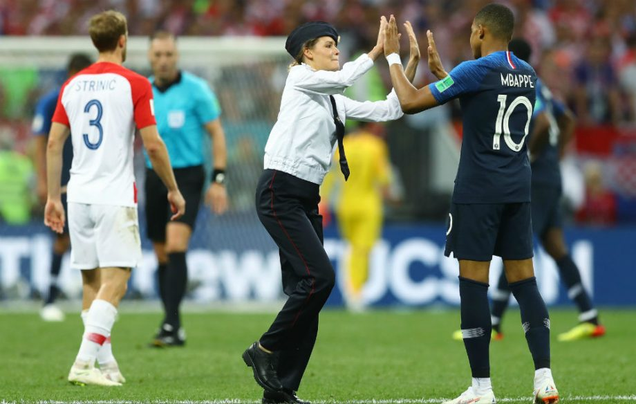 월드컵 결승전 난입한 푸시 라이엇 - 러시아의 펑...