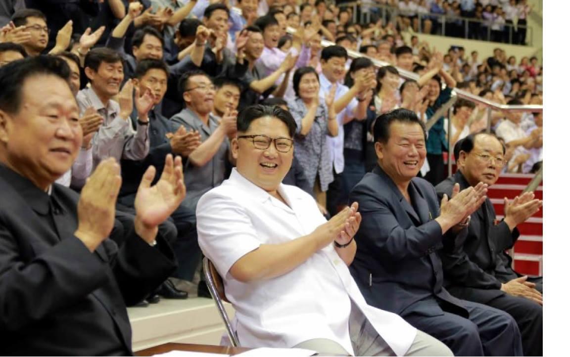 김정은이 서울에 와서 한국시리즈 시구를 한다면? ...