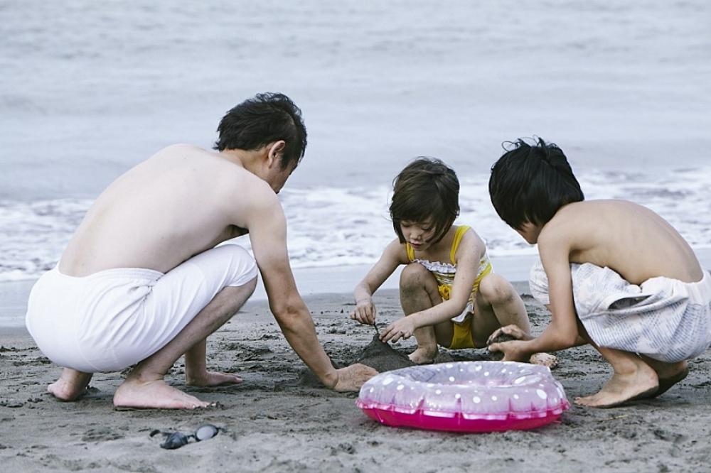 어쩌다 가족 - [브런치 무비패스]'어느 가족' 영화...