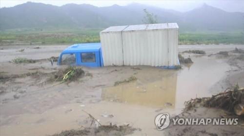 물에 잠긴 트럭…북한, 나선 홍수 피해 영상 공개     (서울=연합뉴스)  북한 조선중앙통신이 폭우를 동반한 제15호 태풍