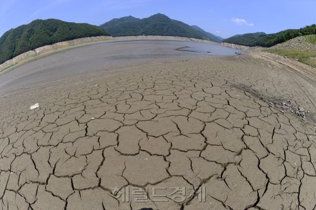 가뭄 이미지.