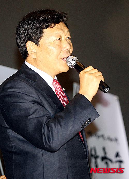 【광주=뉴시스】신대희 기자 = 13일 오후 광주 동구 광주극장에서 18대 대통령 선거 과정을 다룬 다큐멘터리 영화