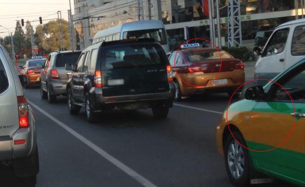 평양의 한 교차로에서 북한 택시 3대(빨간원 표시)가 신호를 기다리고 있다. 제보 영상 캡처.ⓒ데일리안