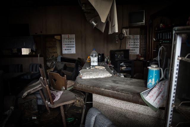 원전 사고로 폐허가 된 도미오카의 한 가정집. 2011년 3.11일을 기억이라도 하는듯이 달력은 그날로부터 한장도 넘어가지 않았다. 피에르 엠마뉴엘 델레트헤 프리랜서 기자 pedeletree@gmail.com