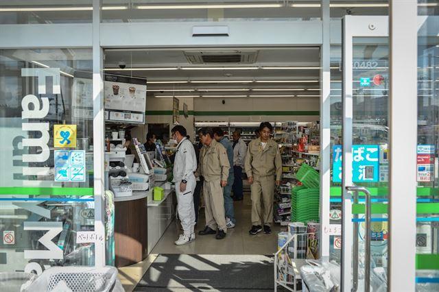 후쿠시마 방사능 오염지역 내에서 일하는 원전 및 제염 노동자들에게 편의점은 유일한 편의시설이다. 피에르 엠마뉴엘 델레트헤 프리랜서 기자 pedeletree@gmail.com