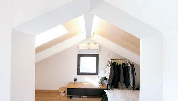 천창이 있는 옥탑방.