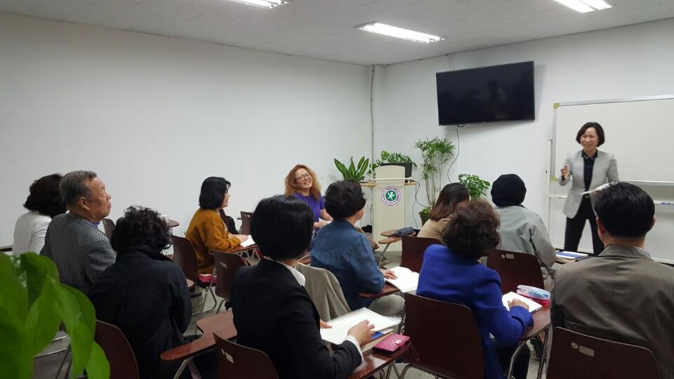 국제웰빙전문가협회가 국내 최초로 행복교육사 교육강사 12명을 배출하다.