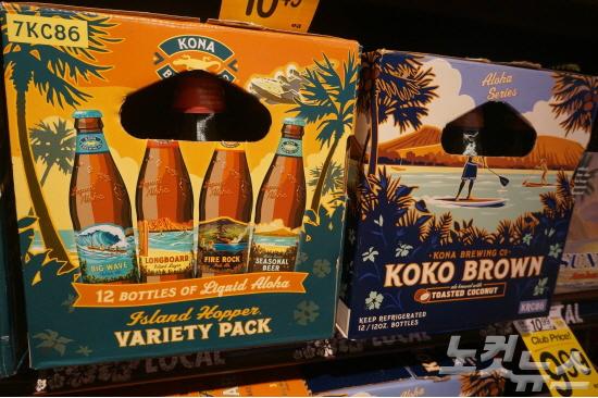 일러스트가 눈에 띄는 다양한 코나 브루잉 컴퍼니의 맥주들. 오아후 섬의 하와이카이 지역에서도 코나 브루잉 펍이 운영되고 있다.(사진=허니문리조트 제공)