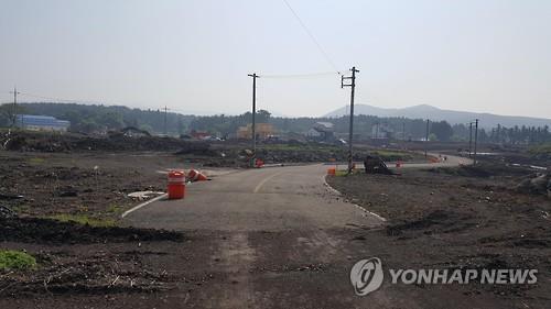 '쪼개기' 택지분양 위해 개설한 도로         [연합뉴스 자료사진]