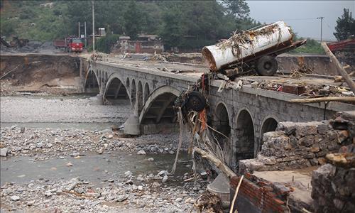 폭우로 폐허가 된 중국 허베이성 징싱현의 모습. 이곳에서만 36명이 사망했고 35명의 생사가 여전히 확인되지 않고 있다.[봉황망 캡처]