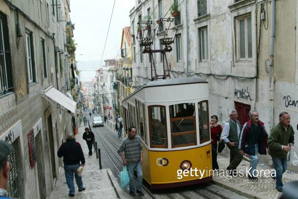 포르투갈 리스본의 시가 모습. Photo by Andreas Rentz/Bongarts/Getty Images/이매진스