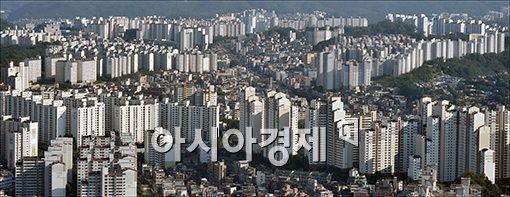'늦바람' 부는 부동산 시장..'막차' vs '바닥'?