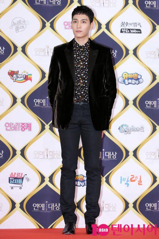 배우 최태준이 24일 오후 서울 영등포구 여의도동 KBS 신관 공개홀에서 열린 '2016 KBS 연예대상' 레드카펫 행사에 참석해 포토타임을 갖고 있다.