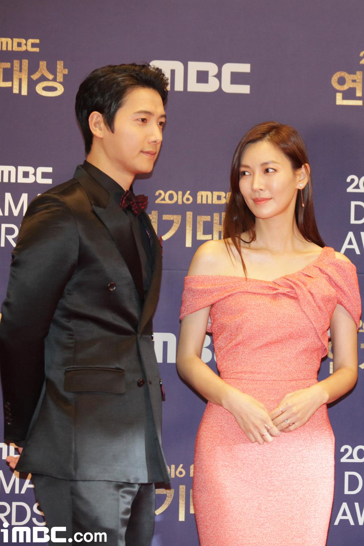 キムソヨン キム・ホジン&キム・ジホ カップルがその主人公。
