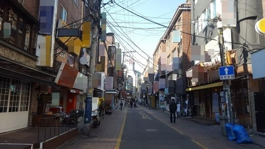 대학교가 밀집돼 있는 서울 서대문구 창천동 인근 거리 모습. 근린생활시설을 주택 용도로 개조한 집이 많아 전·월세 계약을 맺을 때 세입자의 주의가 필요하다는 지적이 나오고 있다. /강민지 인턴 기자