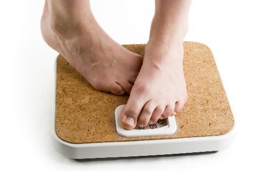 체중을 재는 모습