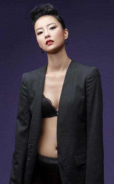 '윤식당' 정유미, 란제리로 몸매 드러낸 파격적 화보 화제
