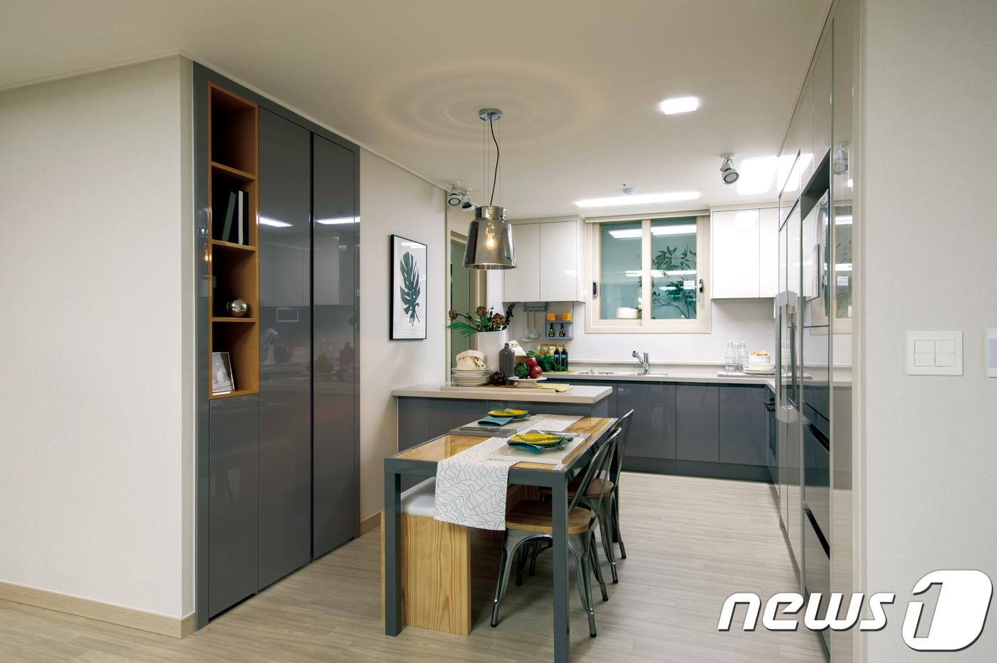 주력평면인 전용면적 61㎡ 타입. 소형이지만 넓은 공간구성과 충분한 수납공간으로 4인가족이 살기에 충분하다. © News1