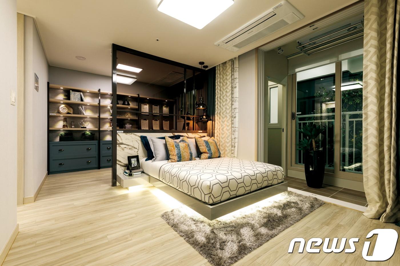 전용면적 59㎡ 안방. 알파공간을 만들어 서재나 드레스룸 등 맞춤형 공간으로 변경이 가능하다. © News1