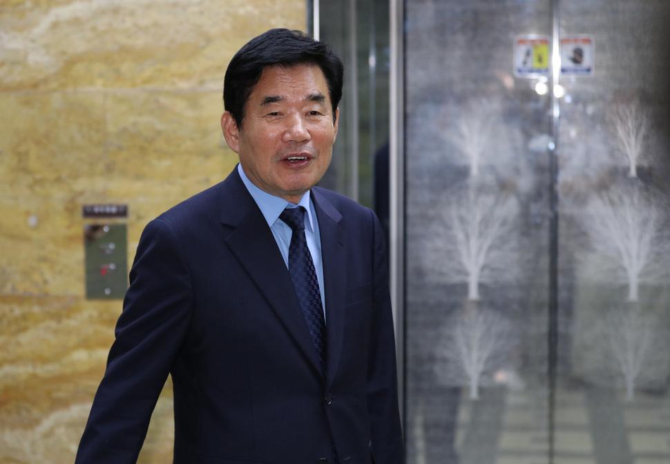 v.media.daum.net - [단독] '종교인 과세 2년 더 유예' 총대 멘 김진표 국정기획위원장