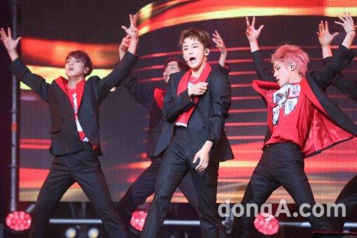 [동아포토]NCT127, 다채로운 체리밤 무대