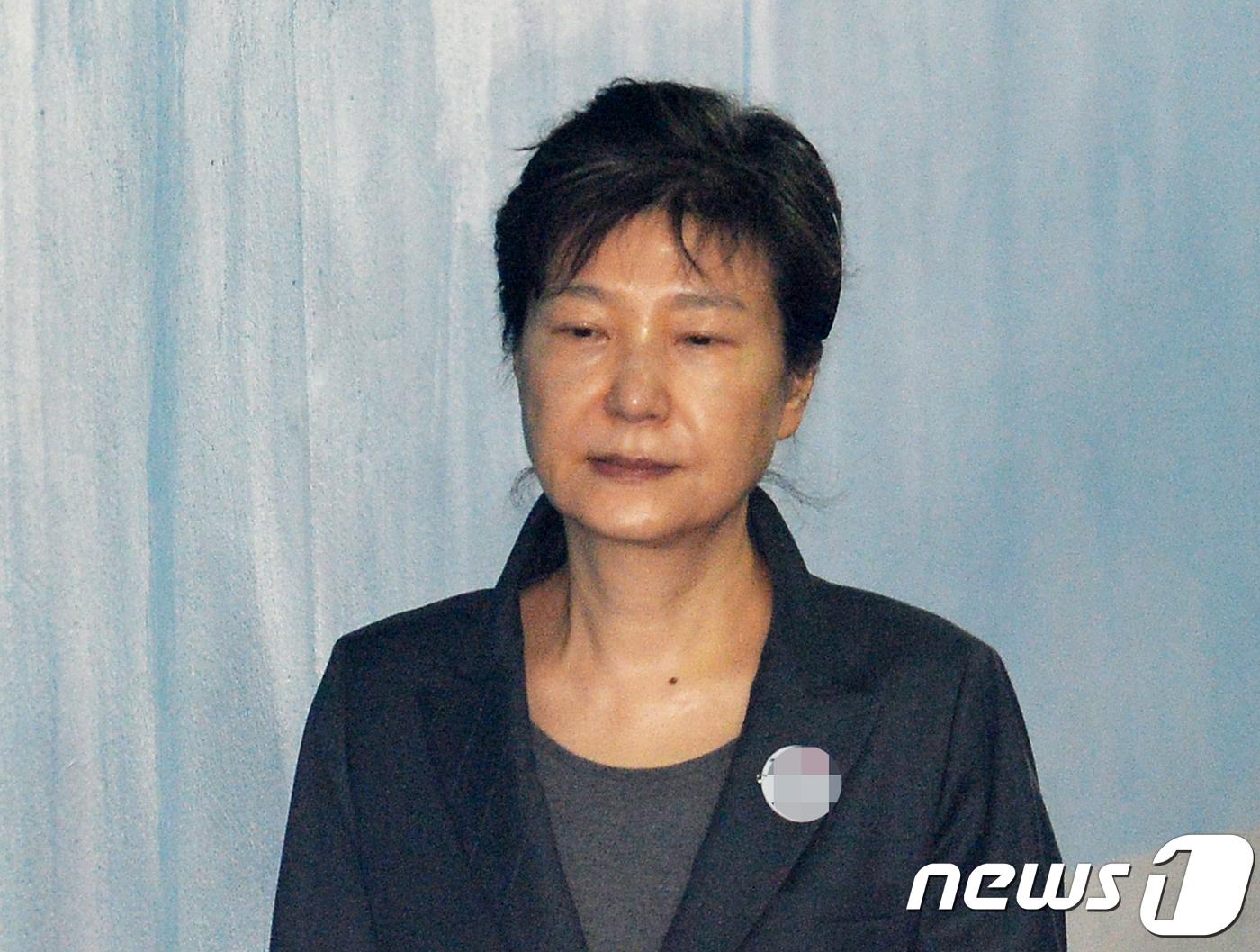 '얄밉게 생겼다'..朴지지자-법정경위 재판서 충돌 #뉴스1