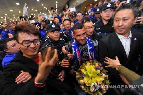 몸값 458억원 테베스, 중국프로축구 상하이에서 쫓겨날 판 #연합뉴스