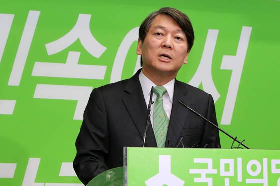 [이슈 들여다보기]'호텔링 모델'에도 불구하고 국민의당·바른정당 지지율은 왜 제자리일까 #중앙일보