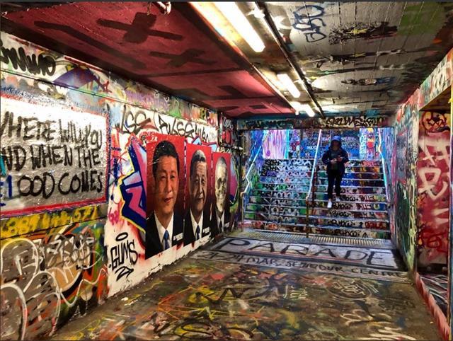 중국 예술가 바듀차오가 호주 시드니대에 설치한 시진핑 반대 벽화. 트위터