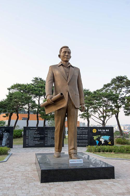 2018년, 박정희 100주년을 거쳐 구미는 신격의 지도자를 인간의 자리로 맞이해야 하는 역사의 길목에 서 있다.  ⓒ장호철