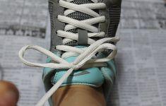 운동화 끈 안 풀리게 묶는 방법은?